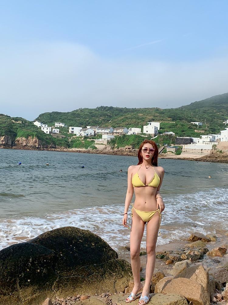 斗鱼人气美女主播张琪格性感生活写真照片8