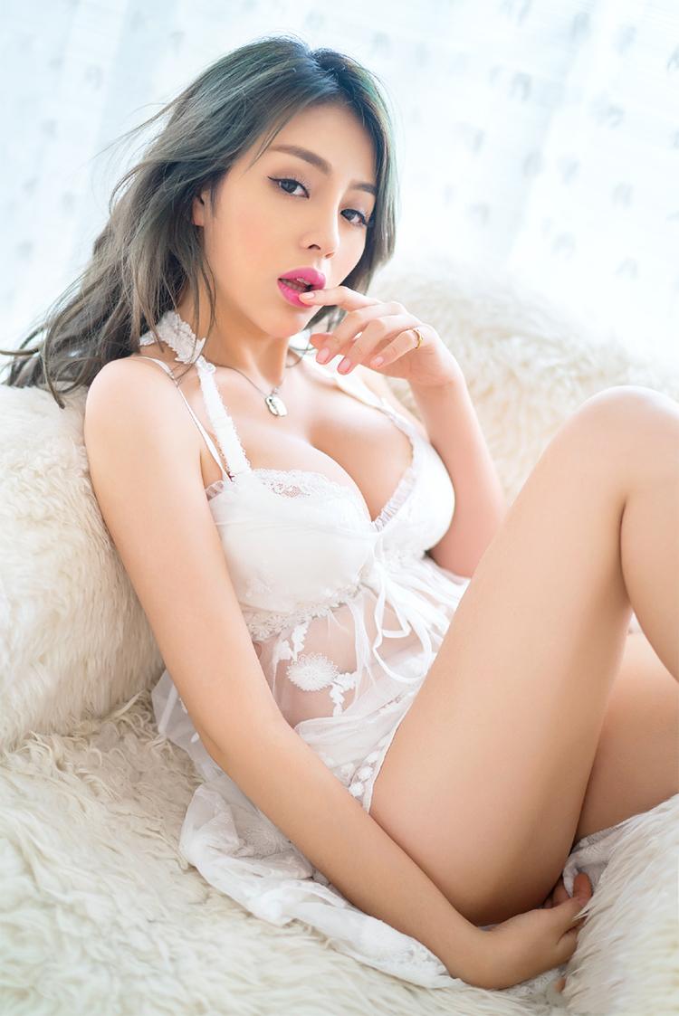 斗鱼美女人气主播张琪格性感写真照片5