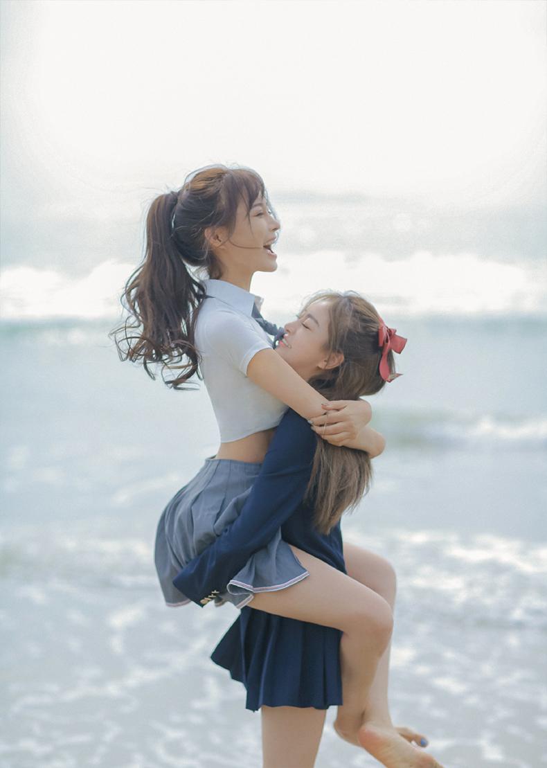YY美女人气主播芮甜甜与妹妹小盼盼性感生活写真照片4